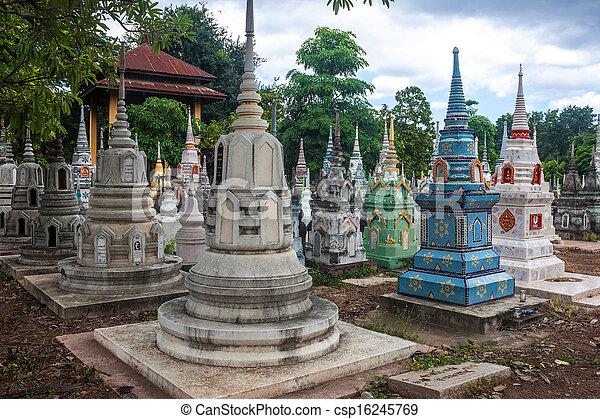 Friedhof in Kanchanaburi, Thailand - csp16245769