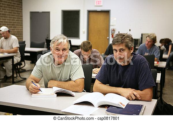 Berufsausbildung für Erwachsene - csp0817801