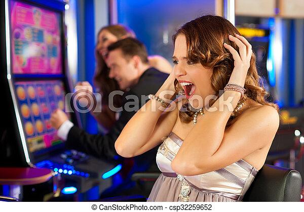 kasino, friends - csp32259652