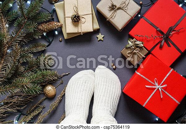 kasownik, kabiny, , stożek, dar, sosna, pakowanie, skarpety, materiały, dziewczyna, girlanda, wstążka, feet, poprowadzony, s, gałęzie - csp75364119