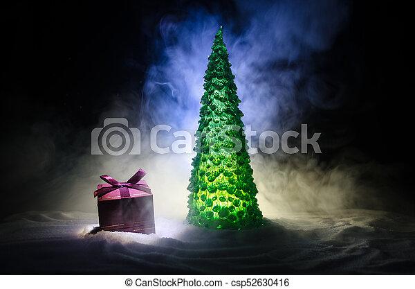 kasten, dekoration, geschenk, raum, baum, schnee, snow., hintergrund, tanne, dunkel, daheim, kopie, weihnachten, rotes  - csp52630416