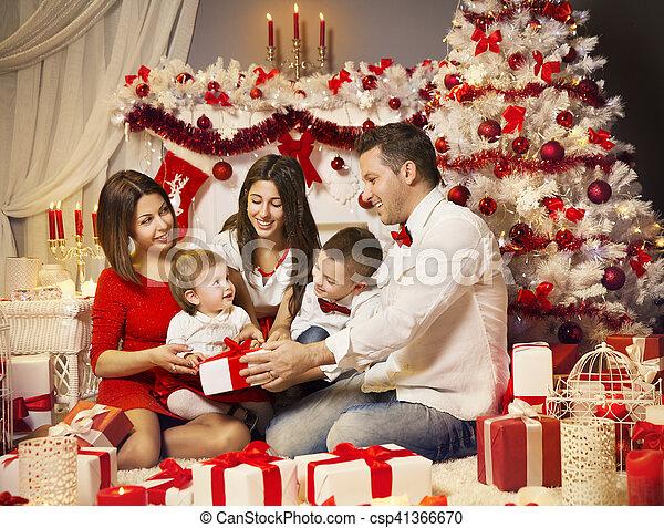 Geschenkideen Familie Weihnachten.Kasten Familie Geschenk öffnung Baum Kinder Weihnachtsfeier Weihnachten Geschenk Zimmer
