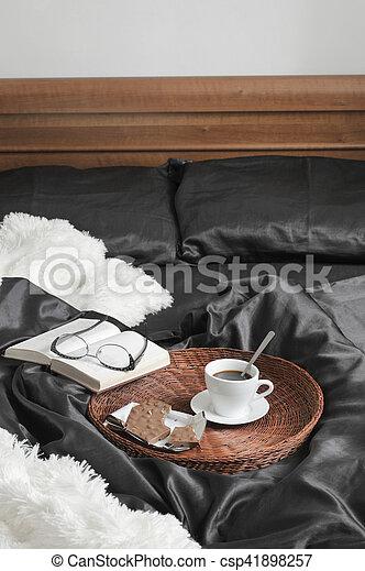 Kawa Książka łóżko Czekolada