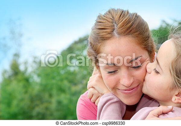 kevés, anyu, neki, odaad, csókol, portré, leány - csp9986330