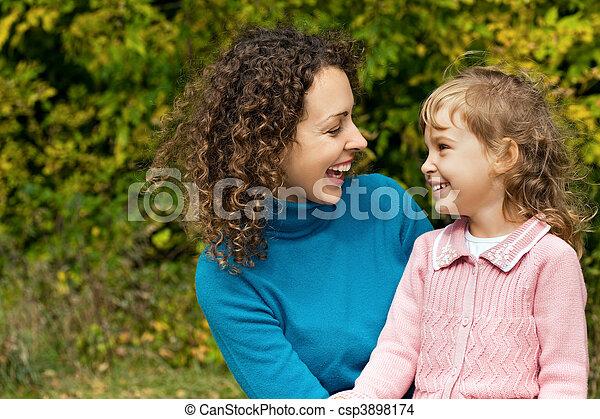 kevés, nő, kert, fiatal, nevet, leány - csp3898174