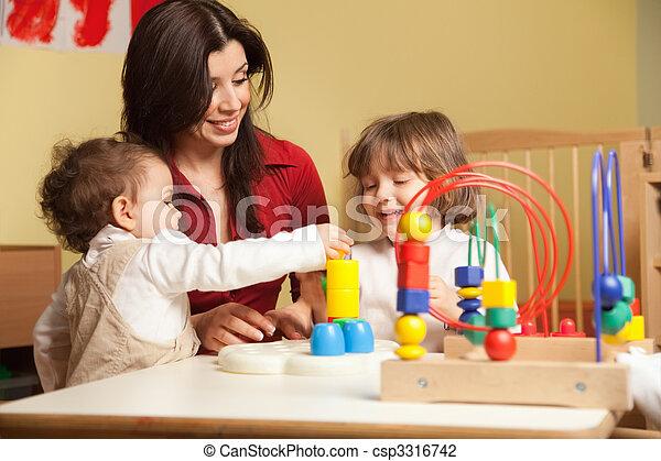 kicsi lány, két, óvoda, tanárnő - csp3316742