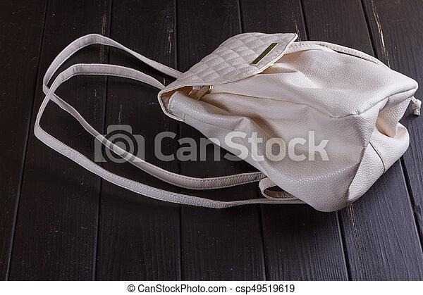 Kicsi, megkorbácsol, fehér, hátizsák, női. Háttér