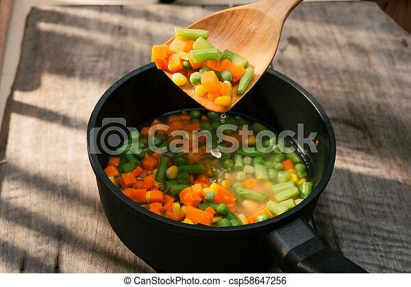 kiełbasa, zupa, wood., tło., roślina, świeży, całość - csp58647256