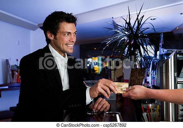 kiegyenlít, hitelkártya, ember - csp5267892