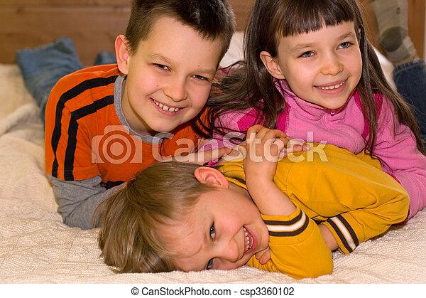 kinder, glücklich - csp3360102