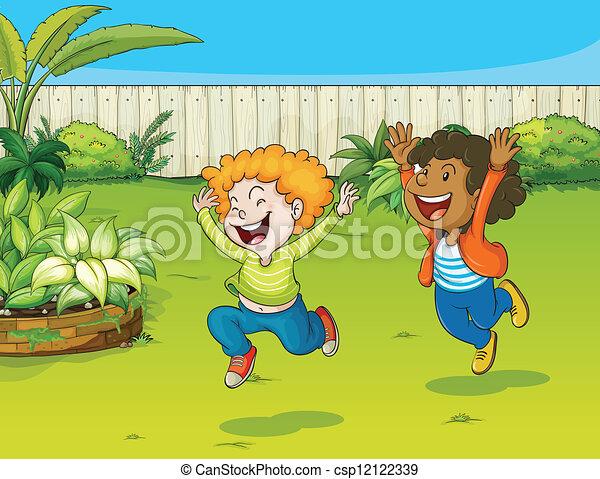 Kinder im Garten spielen - csp12122339