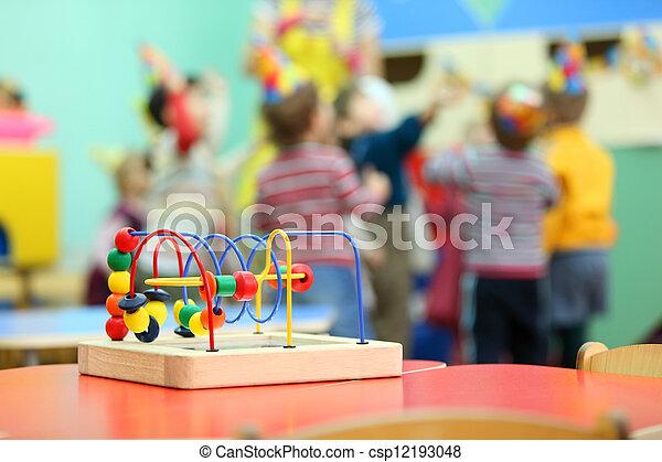 kindergarten spielzeug bunte h lzern spielen stehen tisch kinder rotes. Black Bedroom Furniture Sets. Home Design Ideas