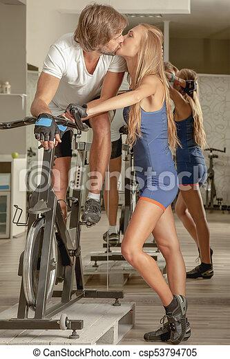 Kiss Couple Jim Cycling - csp53794705