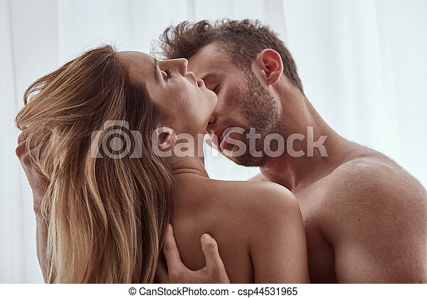 Image kissing man woman
