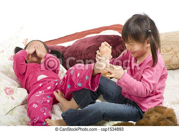 Feder den füßen mit kitzeln an Khadijah, oder