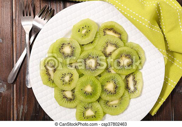 kiwi slices - csp37802463