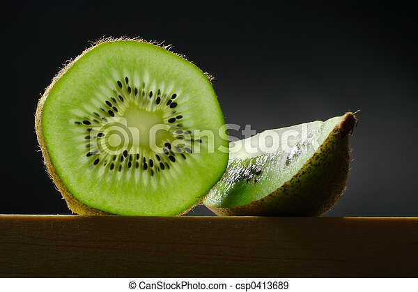 Aún vive con la fruta kiwi - csp0413689