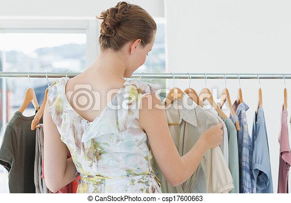 klant, het selecteren, vrouwlijk, kleding arak, winkel, kleren - csp17600663