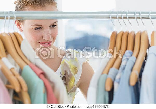 klant, het selecteren, winkel, vrouwlijk, kleren - csp17600678