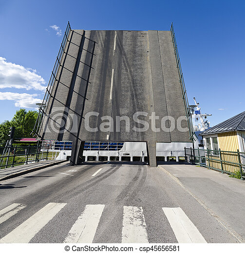 Klappbrücke am Götakanal - csp45656581
