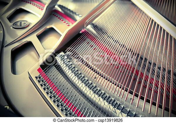 Ein Klavier - csp13919826