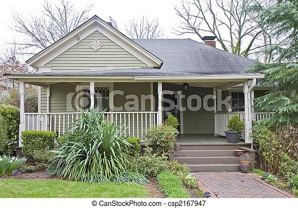 Ein Kleines Holzhaus Ein Kleines Alteres Haus In Einer