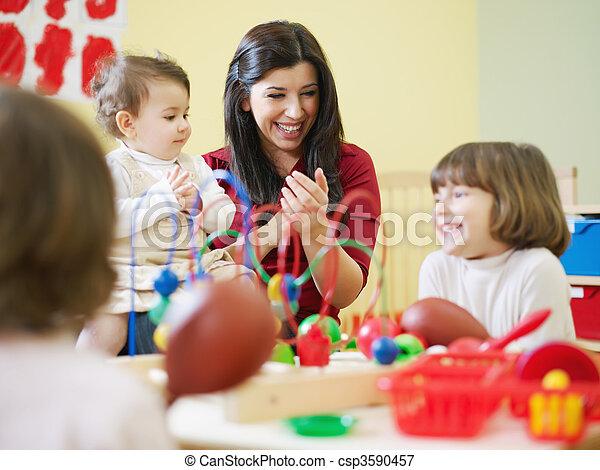 Beim Rollenspiel Deutsche Lehrerin im Klassenzimmer gefickt