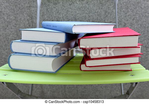 kleur, boekjes  - csp10458313