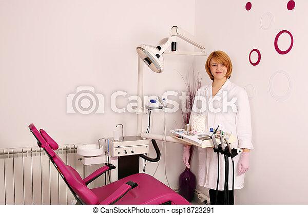 klinik, dental, tandläkare, kvinnlig, lycklig - csp18723291