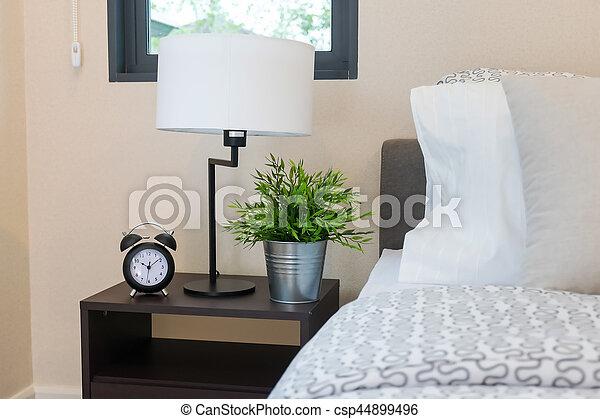https://comps.canstockphoto.nl/klok-waarschuwing-op-lamp-stockfotografie_csp44899496.jpg