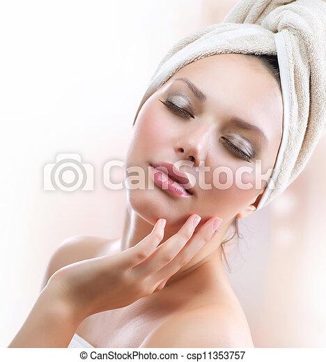 kobieta, girl., dotykanie, młody, twarz, zdrój, wanna, jej, piękny, po - csp11353757