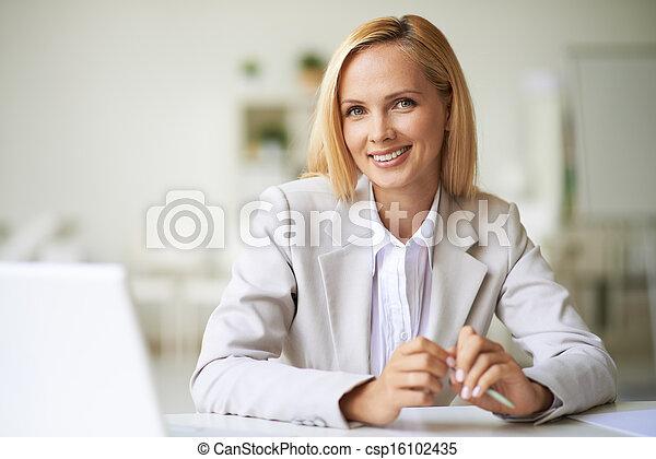 kobieta interesu, miejsce pracy - csp16102435