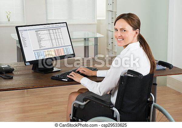 kobieta interesu, wheelchair, komputer, biuro, używając - csp29533625