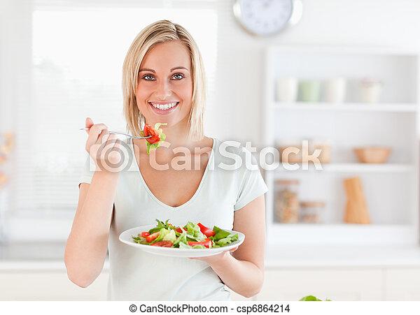 kobieta jedzenie, sałata, do góry, wspaniały, zamknięcie - csp6864214