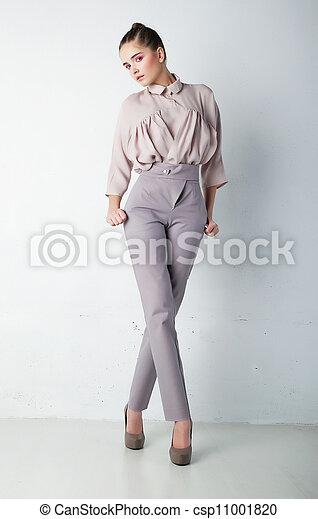 kobieta, koszula, modny, młody, przedstawianie, spodnie - csp11001820