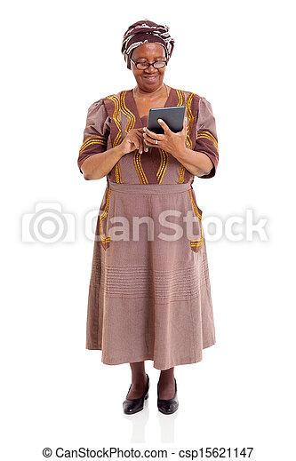 kobieta, tabliczka, komputer, afrykanin, używając, senior - csp15621147
