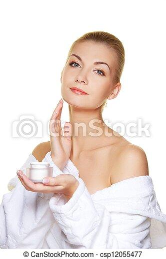 kobieta, zwracający się, jej, twarz, moisturizer, śmietanka - csp12055477
