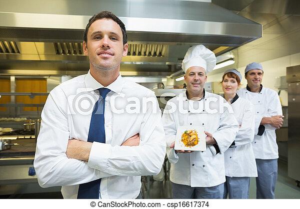 kockar, lag, framställ, chef, restaurang, främre del, ung - csp16617374