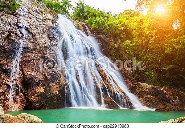 Na muang 1 cascada, koh samui, thailand - csp22913983