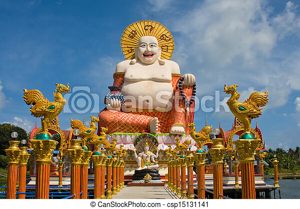Buddha sonriente de la estatua de la riqueza en Koh Samui, Tailandia - csp15131141