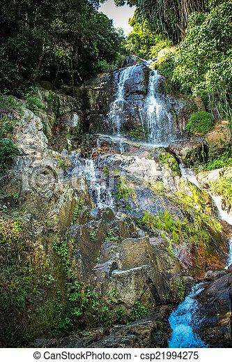 Waterfall con piscina en la selva tropical, na muang, koh samui - csp21994275