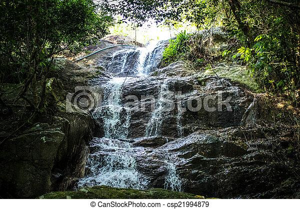 Waterfall con piscina en la selva tropical, na muang, koh samui - csp21994879