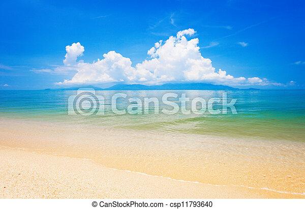Playa y mar tropical. Koh samui, Tailandia - csp11793640