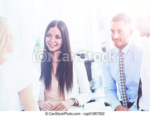kolega, jeho, business potkat, běžet, -, správce, discussing - csp51887952