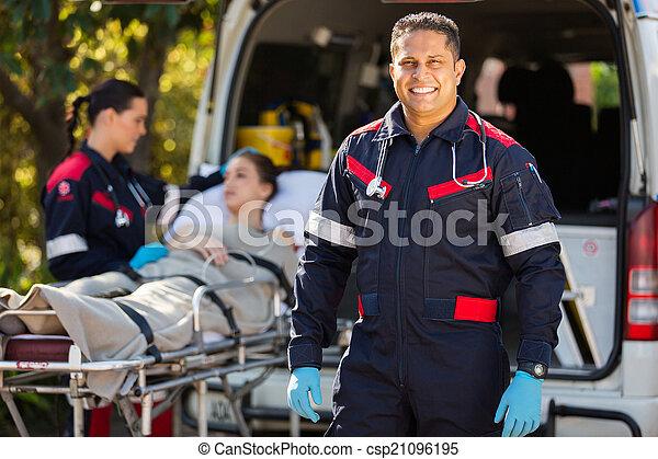kollega, paramedic, patient, baggrund - csp21096195