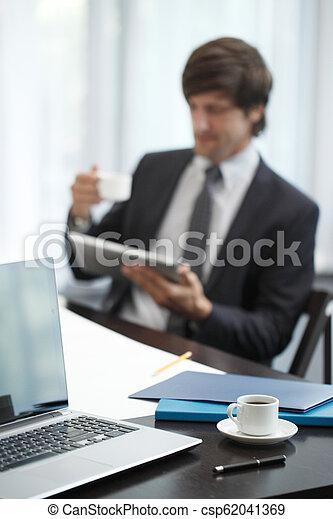 komputer, handlowy, tabliczka, człowiek - csp62041369