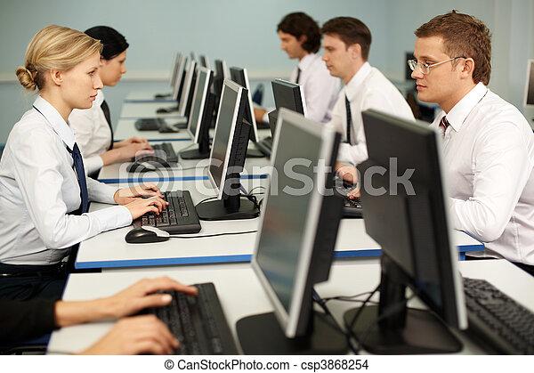 komputerowa praca - csp3868254