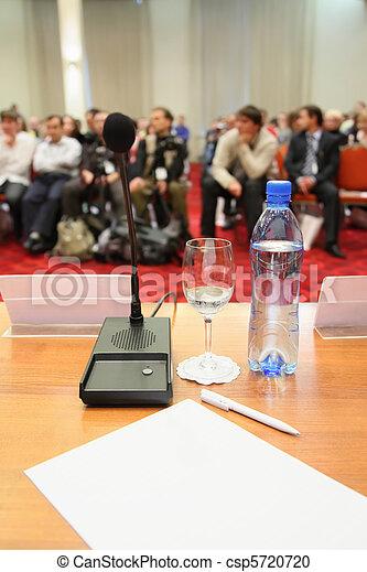 konferenz, hall., leute, fokus, fokus., viel, bottle., heraus - csp5720720