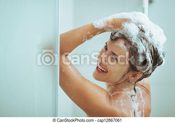 kopf, frau, wäsche, shampoo, junger, lächeln - csp12867061