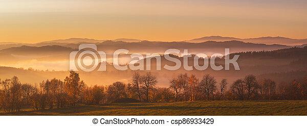 krajina, -, les, louky, kopcovitý, hory, mlha, západ slunce - csp86933429